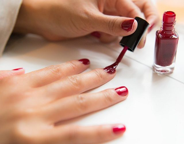 Cómo Pintarse las uñas y trucos