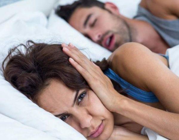 5 remedios para dejar de roncar