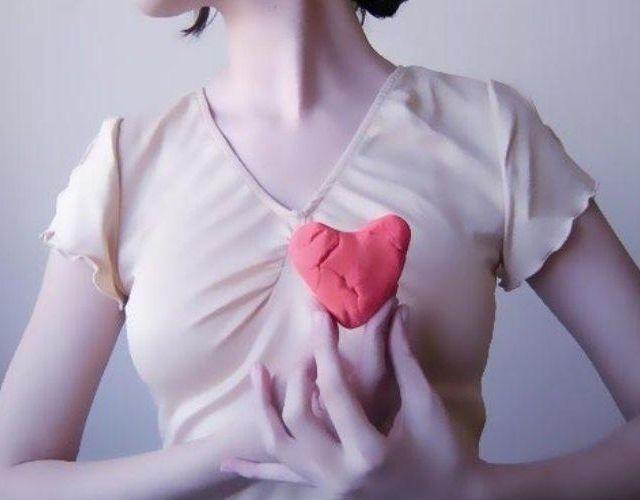 Pinchazos en el corazón, ¿es normal?