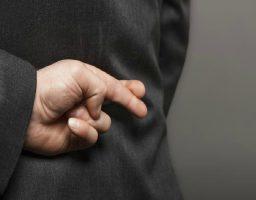 La falsedad y la mentira, grandes daños