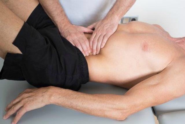 masaje abdominal para la hinchazón